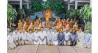 """The 12 novices from different countries participating in the """"True Little Monk: A Wisdom Training Programme for Novices"""" pose with monks of Wat Pah Sai Ngam, their parents and Suphachai Chearavanont, seated centre."""
