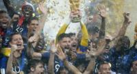 France's players celebrate with the World Cup trophy after the Russia 2018 World Cup final football match between France and Croatia at the Luzhniki Stadium in Moscow on July 15, 2018. / AFP PHOTO / Odd ANDERSEN
