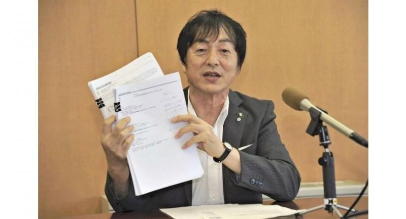Iga Mayor Sakae Okamoto shows emails he received from applicants seeking to become ninja at a press conference in the city government building on Tuesday.