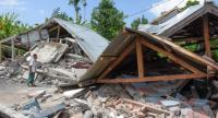 An Indonesian man examines the remains of houses, after a 6.4 magnitude earthquake struck, in Lombok on July 29.//AFP