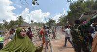 People react shortly after an aftershock hits the area in Tanjung on Lombok island on August 9, 2018. - A strong aftershock struck Indonesia's Lombok on August 9.//AFP