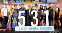 Boon Rawd Senior Vice President Rungsrid Luxitanond, middle, with organisers and athletes of the '5-races' series.  Nation Photo by Wanchai Kraisornkhajit