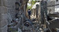 A man walks through rubble of buildings on Gili Air island, West Nusa Tenggara on August 11, 2018, following the August 5 earthquake on the Indonesian island of Lombok./AFP