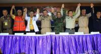 File photo: Leading officials celebrate the success of the rescue operation.