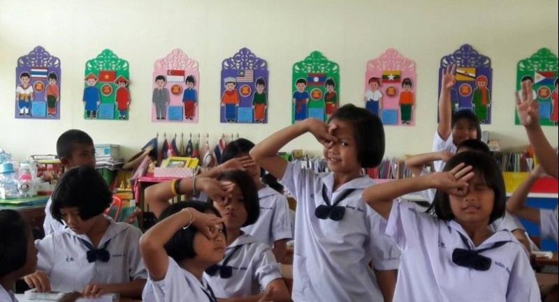 Pupils at a Khampheang Phet school perform the 'Dele Alli Challenge' salute. // Nation Photo