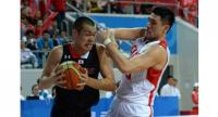 Zhong Cheng of China (R) defends against Nagayoshi Yuya of Japan (L) during men's basketball match between China and Japan at the 6th East Asian Games in Tianjin in 2013.//AFP