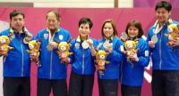 Khun Ying Chodchoy Sophonpanich, 3rd from left, during the medal presentation ceremony.