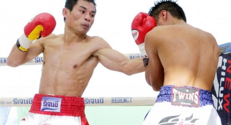 File photo : Wanheng Menayothin (red)//AFP