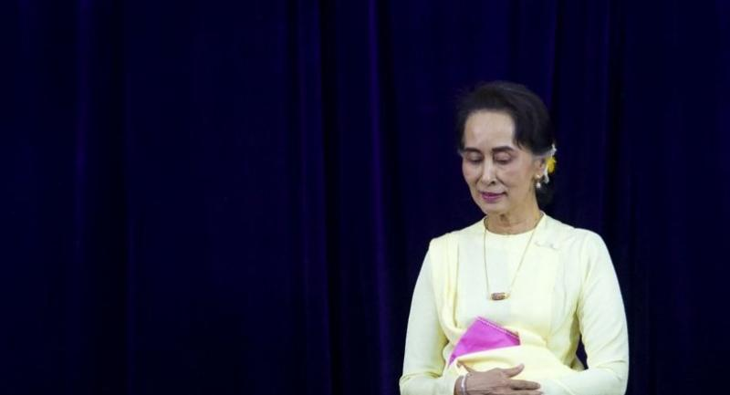 Myanmar State Counsellor Aung San Suu Kyi leaves after delivering address before students of Yangon University general assembly in Yangon on August 28, 2018./AFP