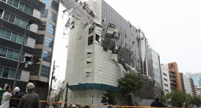 A scaffolding collapsed due to strong winds generated by typhoon Jebi in Osaka, western Japan, 04 September 3.//EPA-EFE