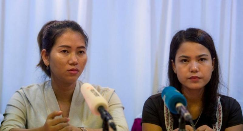 Pan Ei Mon (L) and Chit Su Win (R), wives of detained Reuters journalists Wa Lone and Kyaw Soe Oo, attend a press conference in Yangon on Tuesday./AFP
