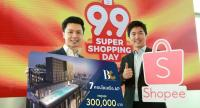 Kayon Tantichatiwat, left, managing director of Bangkok Citismart Co Ltd, and Terence Pang, chief operating officer of Shopee, introduce the first campaign to sell real estate through e-commerce.