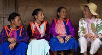Tuenjai Deetes speaks to formerly stateless women of the Lisu hilltribe. Photo/ UNHCR/Rachapon Riansiri