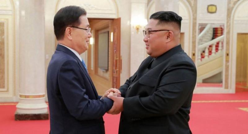 North Korean leader Kim Jong Un (R) shake hands with South Korean president's special envoy Chung Eui-yong in Pyongyang on September 5./AFP