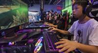 A gamer at the ICBC (Asia) e-Sports and Music Festival Hong Kong 2018 plays a video game, Hong Kong, China, 24 August 2018.  // EPA-EFE PHOTO