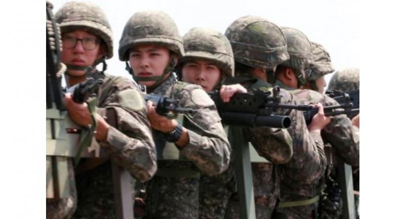 File photo : Armed South Korean soldiers ride a military vehicle across the Tongil Bridge in Paju, Gyeonggi Province, near the border village of Panmunjeom.//Yonhap