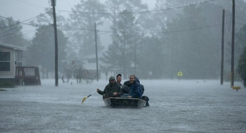 Volunteers from all over North Carolina help rescue residents from their flooded homes during Hurricane Florence September 14, 2018 in New Bern, North Carolina./AFP