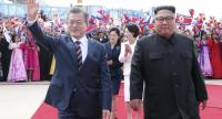 South Korean president Moon Jae-in (L) waves as he walks with North Korean leader Kim Jong-un (R) during a welcoming ceremony at the Sunan International Airport in Pyongyang, North Korea on September 18.//EPA-EFE