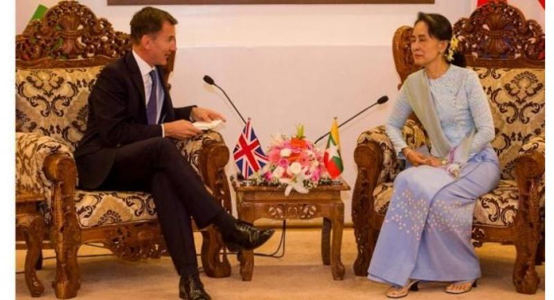 British foreign minister Jeremy Hunt ( L ) meets Myanmar state counsellor Aung San Suu Kyi in capital Naypyidaw on September 20, 2018./AFP