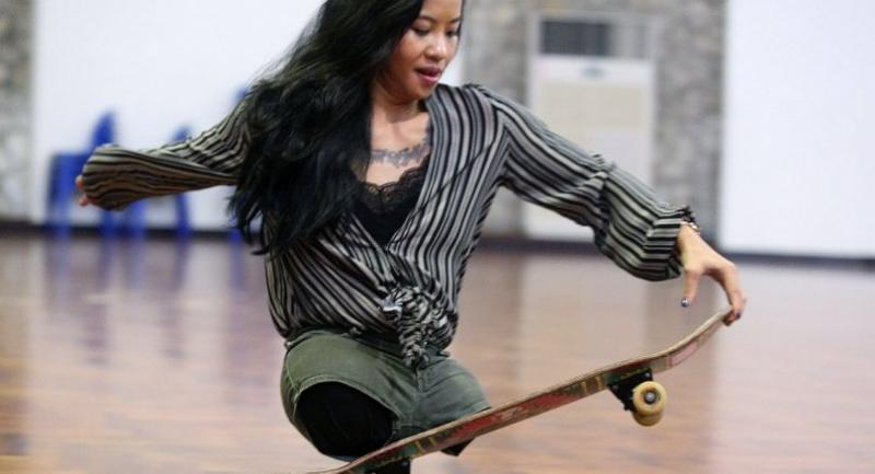 Kanya Sesser uses skateboarding to get around and is delighted to demonstrate her skills in front of an audience at Indoor Stadium Hua Mark.