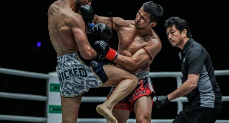 Nong-O Gaiyanghadao lands a punch on Fabio Pinca in Manila
