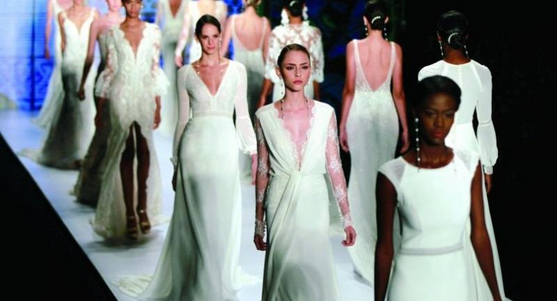 Away from the glamour of walking the world's top catwalks, models find themselves deep in debt./AFP