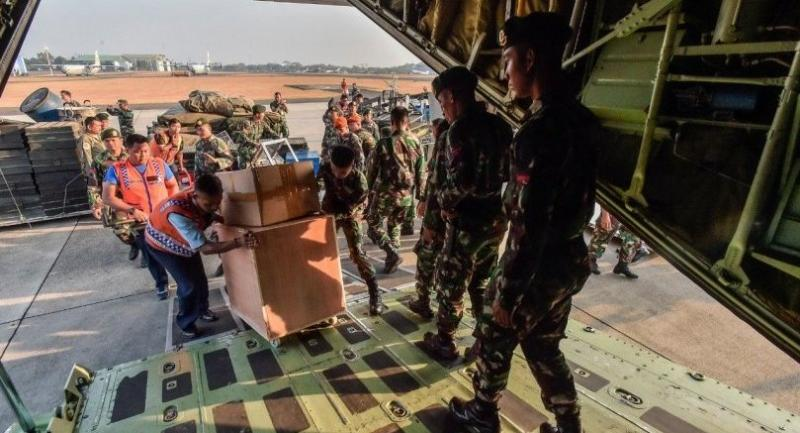 Indonesian Military personnel at Halim Perdanakusuman Air Force base in East Jakarta load supplies onto a plane to be sent to assist relief efforts in Central Sulawesi on Sept. 29. (Antara/Muhammad Adimaja)