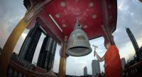 A monk at Wat Sai in Bangkok's Rama III area rings the temple bell yesterday as per the traditional practice during the Buddhist Lent period, despite complaints from condominium residents about the sound disturbing their sleep.