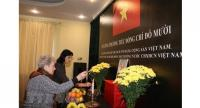 Vietnamese embassies in foreign countries yesterday opened the books of condolence for former General Secretary of the Communist Party of Việt Nam Central Committee Đỗ Mười, who passed away on October 1.– VNA/VNS Photo