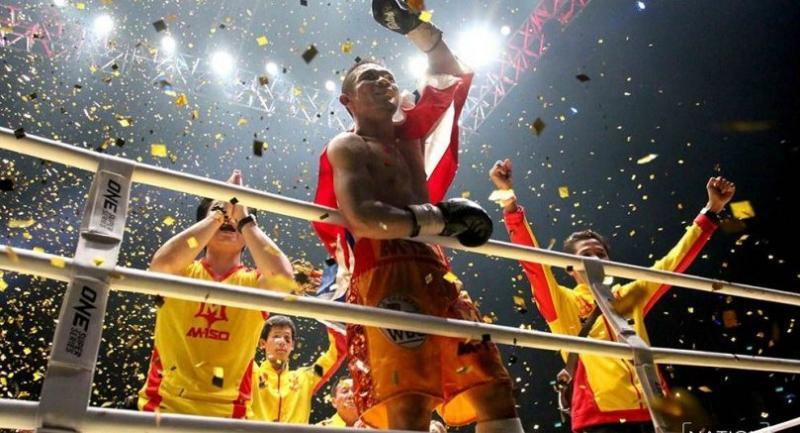 Srisaket Sor Rungvisai reacts after successfully retaining his title. Photo by Wanchai Kraisornkhajit
