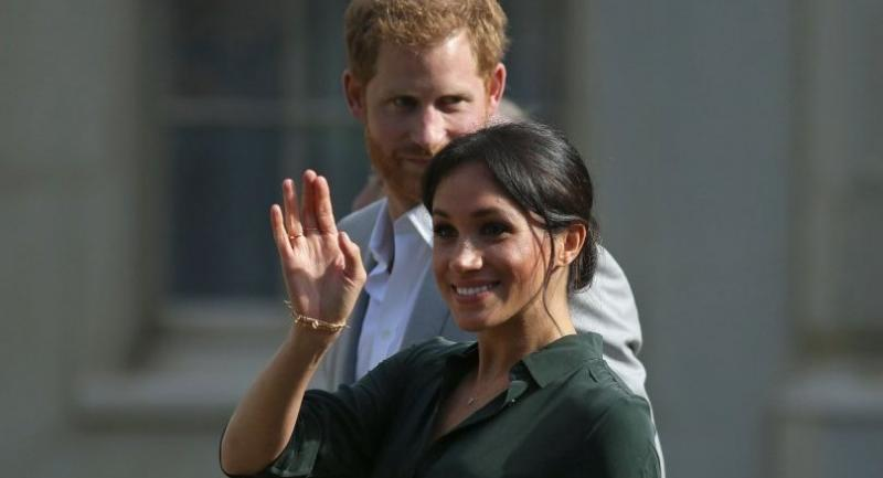 File photo : Britain's Harry, Duke of Sussex and his wife Meghan, Duchess of Sussex meet members of the public during a walkabout outside the Royal Pavillion in Brighton, southern England.//AFP