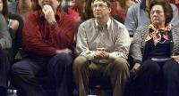 In this file photo taken on May 26, 2000 Microsoft co-founders Bill Gates (C) and Paul Allen (L) watch the third game of the Western Conference Finals between the Los Angeles Lakers and the Portland Trail Blazers in Portland./AFP