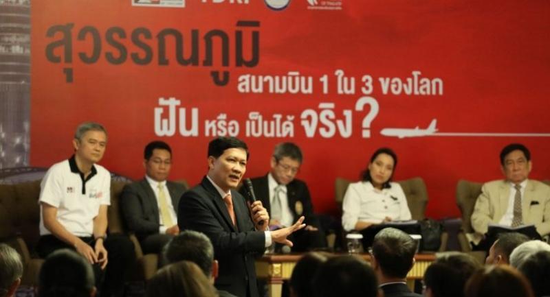 Samart Ratchapolsitte, a former deputy Bangkok governor and engineer, discusses Suvarnabhumi Airport's chance of becoming one of the world's top three airports, at a seminar yesterday.