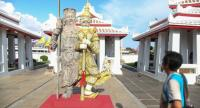 "Komkrit Tepthian's three-metre-tall fibreglass sculpture ""Giant Twins"" is at Wat Arun. /Nation:Tanachai Pramarnpanich"