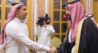 A handout photo made available by the Saudi Royal Palace shows Saudi Crown Prince Mohammed bin Salman (R) meeting with Salah bin Jamal Khashoggi (L), son of late Saudi journalist Jamal Khashoggi, in Riyadh, Saudi Arabia, October 23.//EPA-EFE