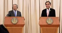 Thai Prime Minister Prayut Chan-O-Cha (R) and his Malaysian counterpart Mahathir Mohamad listen to a question during a joint press conference at the Government House in Bangkok on October 24, 2018./AFP