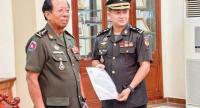 Hun Manet (R) with Cambodian defence minister General Tea Banh