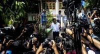 Detained Myanmar journalist Kyaw Zaw Lin leaves the court compound after a hearing in Yangon on October 26, 2018./AFP