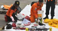 Indonesian search and resuce members place new evidence of personal items from the ill-fated Lion Air flight JT 610 at the Jakarta port on October 30, 2018./AFP