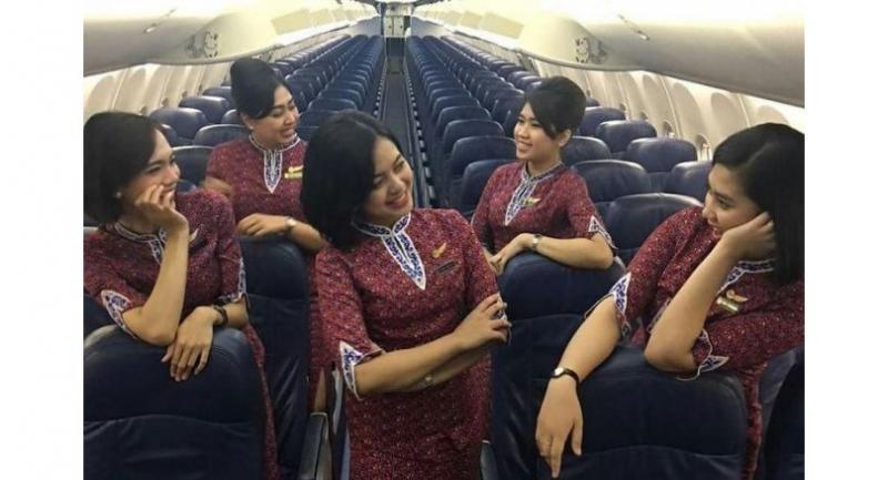 Flight attendant of Lion Air flight JT610 Alfiani Hidayati Solikah (center) with other crew members. (Instagram.com/alfianihidayatulsolikah07)