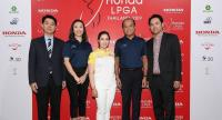 World No17 Moriya Jutanugarn, middle, and Pitak Pruittisarikorn, Chief Operating Officer of Honda Automobile (Thailand), 2nd from right.
