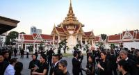 Mourners from Thailand's elite arrives at the Wat Thepsirin Buddhist temple in Bangkok for the funeral ceremony of Leicester City's Thai owner and duty-free mogul Vichai Srivaddhanaprabha on November 3, 2018./AFP