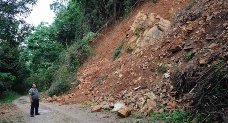The photo of the latest condition of the road running to Phanoen Thung, taken on the first day of the tourism season, Nov 1.