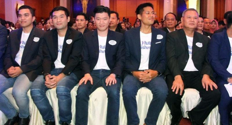 Politicians with close ties to the Shinawatra camp debut as members of the Thai Raksa Chart Party, which held its first meeting yesterday.