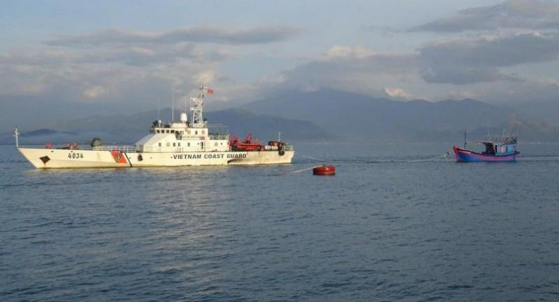 Ship 4034 leads a troubled fishing ship with six seamen safely to shore in Khanh Hoa Province.