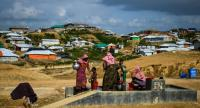 In this file photo taken on August 8, 2018 Rohingya refugees collect water at the Kutupalong refugee camp in Ukhia./AFP