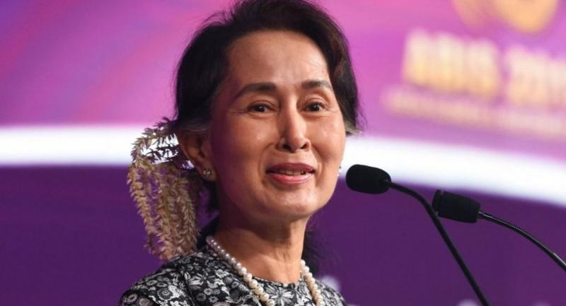 Myanmar State Counsellor Aung San Suu Kyi speaks at a business forum on the sidelines of the 33rd Association of Southeast Asian Nations (ASEAN) summit in Singapore on November 12, 2018. (Photo by Roslan RAHMAN / AFP)