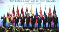 A group photo at the opening ceremony during the 33rd Association of Southeast Asian Nations (ASEAN) summit in Singapore on November 13, 2018. // AFP PHOTO