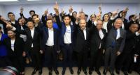 Pheu Thai Party's politicians join its sister party Thai Raksa Chart to avoid political threats it is facing.