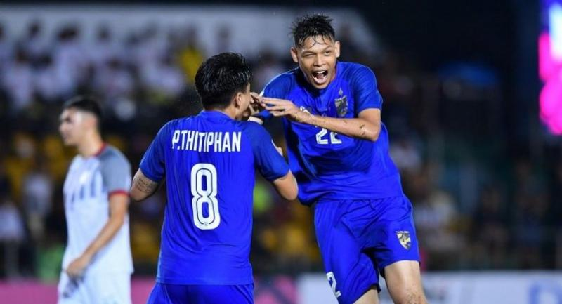 Supachai Jaided, right, reacts after scoring for Thailand.